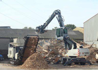 Maquinaria específica para manipulación de residuos en procesos de reciclaje